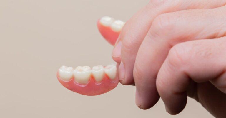 műanyag fogak
